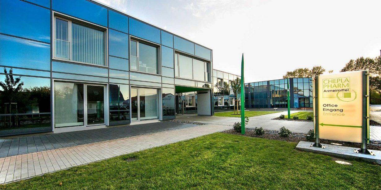 Cheplapharm-Firmengebäude mit Eingangschild