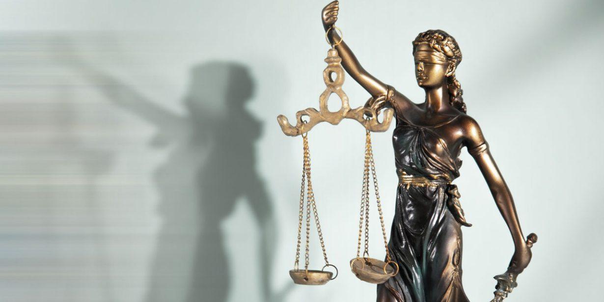 Bild einer Statue von Justitia