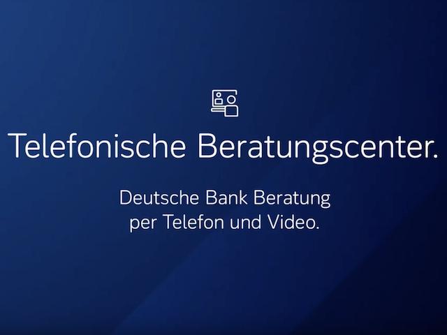 Deutsche Bank Logo mit Büro im Hintergrund